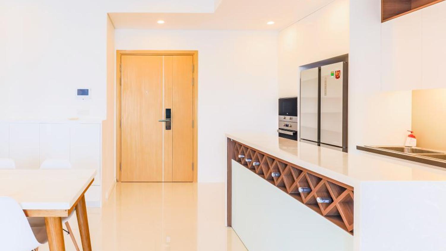 Cửa chính căn hộ Q7 Saigon Riverside Complex