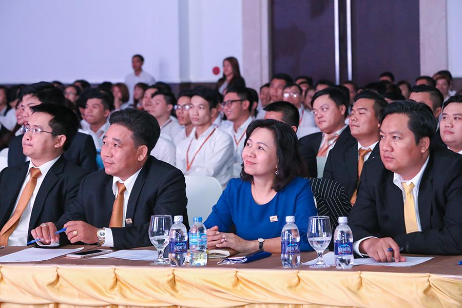 Buổi lễ có sự tham dự của Ban Lãnh đạo cùng các anh tài thuộc hệ thống 7 sàn giao dịch Hung Thinh Land